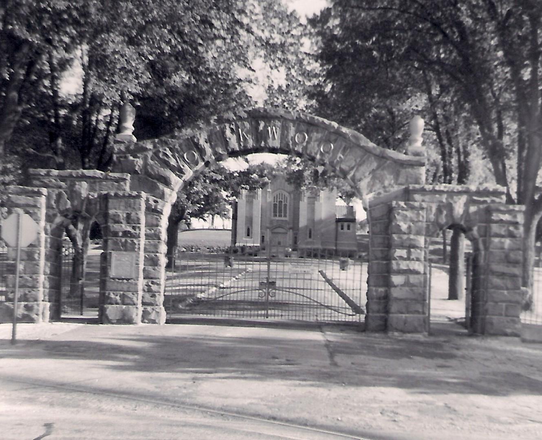 Oakwood Cemetery Approach – 1970